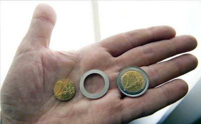 20090225011842-euri.jpg